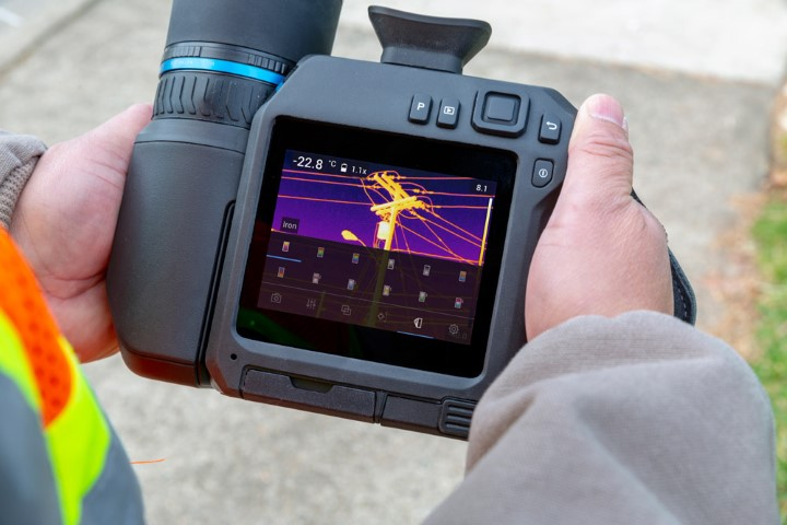 FLIR T840 High-Performance Thermal Imaging Camera with Viewfinder